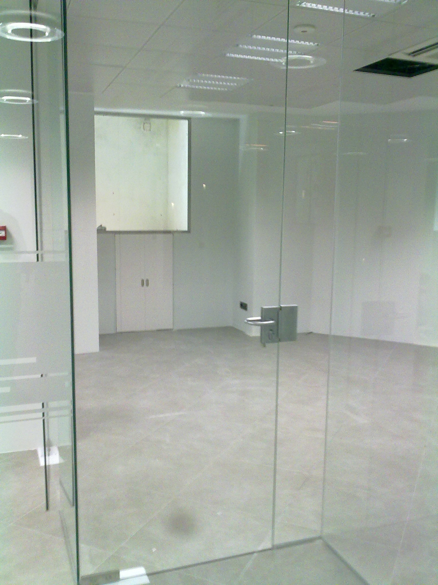 Divisiones de oficinas cristaler as amaya - Puertas de vidrios ...