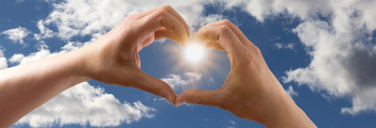 love_heart_form_hands_keep_sky_clouds_blue-estrecha